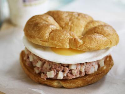 Vanee CORNED BEEF HASH Sandwich